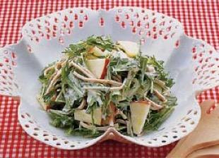 京みず菜のリンゴハムサラダ