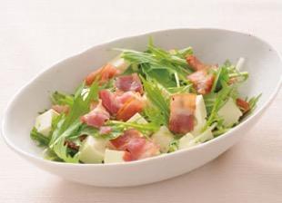 京みず菜と豆腐とカリカリベーコンのサラダ