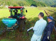 天候不良に負けない米づくりを目指して 土づくり肥料の散布